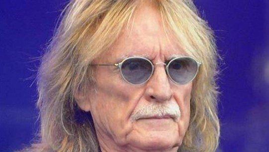 وفاة المغني الفرنسي كريستوف وعائلته تنفي أن يكون كورونا السبب ...